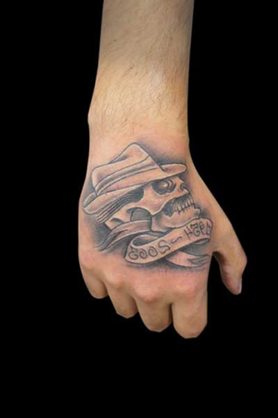 Tatuagem na mão com significados