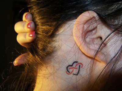 atrás da orelha