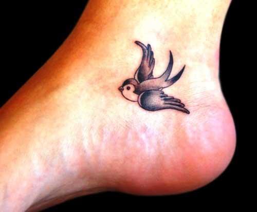 modelo de tatuagem de andorinha