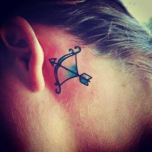 tatuagem atrás da orelha