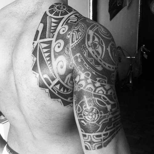 Tatuagem do the rock veja os significados fotos dwayne douglas a principal tatuagem do the rock chama a ateno no apenas por seus detalhes ou por seu tamanho mas tambm por seu significado no melhor estilo maori altavistaventures Choice Image